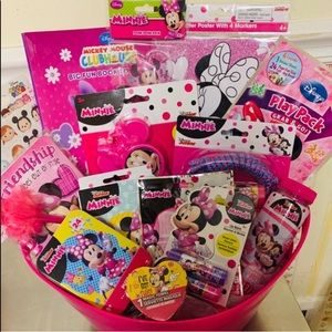 MINNIE MOUSE GIRLS GIFT BASKET 💕💜